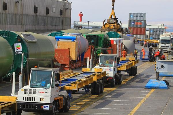 puerto barcelona camiones