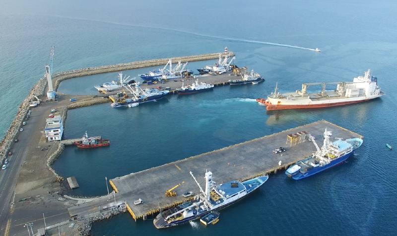 Firman contrato para el Dragado del Terminal Pesquero y Cabotaje del Puerto de Manta en Ecuador