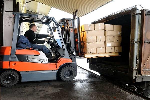 Número de parados desciende 11% en sectores almacenamiento y transporte en Cataluña