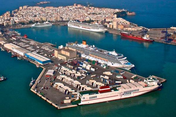 Puerto de Cádiz retrocede en el tráfico de mercancías en primer semestre
