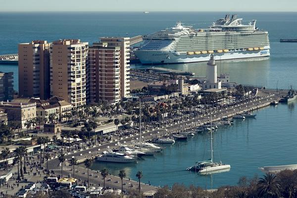 Puerto de Málaga registrará cifras récord en movimiento de toneladas este año