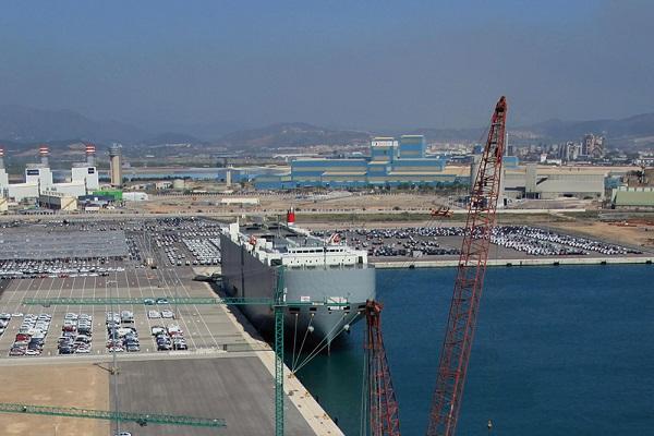 Puerto de Sagunto disminuye el tráfico de graneles líquidos en primer semestre