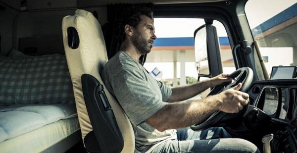 Sector del transporte contrata 23.900 conductores profesionales de camión en junio