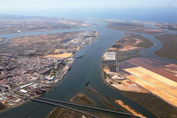 Puerto de Huelva preparará nueva zona para tráfico ro-ro en muelle sur
