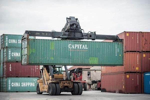 Tasas de carga de contenedores registran leve descenso en agosto