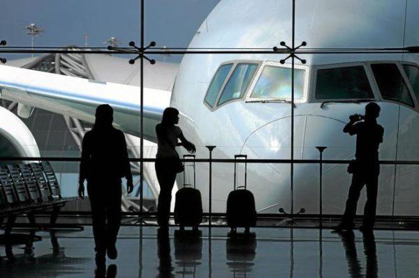 viajeros en avión