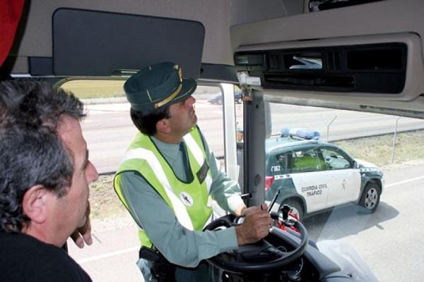 Mitad de transportistas europeos reciben inspecciones sobre los tiempos de conducción