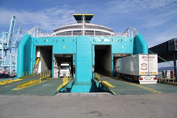 Puerto de Algeciras incrementa un 3% tráfico ro-ro de camiones en junio
