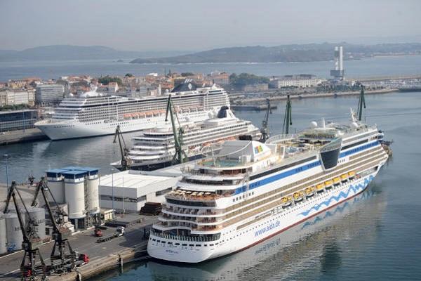 Puerto de La Coruña supera récord al recibir más de 12.300 visitantes