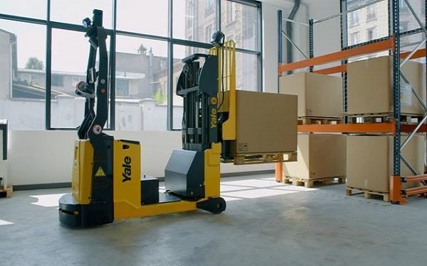 Yale lanza nuevos equipos robotizados para sector logístico y de automoción