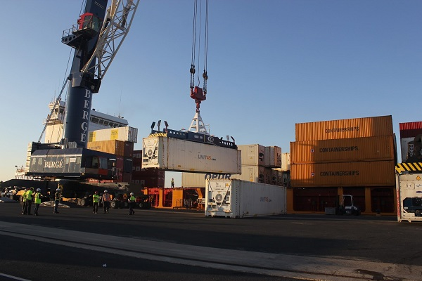 Puerto de Huelva crea foro aduanero y paraduanero para inspección de mercancías