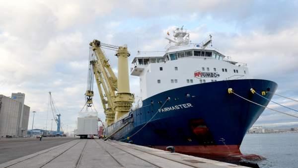 Puerto de Tarragona gestiona el embarque de un regenerador de catalizador continuo