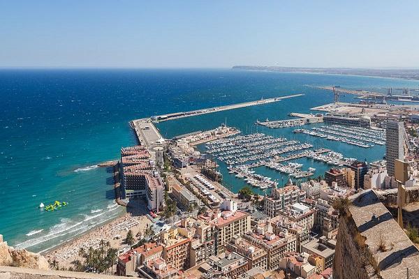 Puerto de Alicante agrandará zona de almacenamiento para graneles del Muelle 13