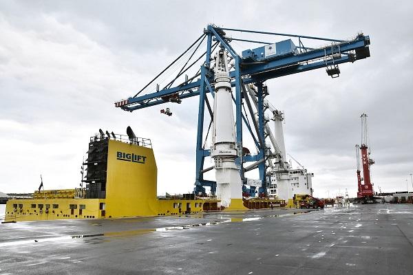 Puerto de Bilbao embarca grúa portacontenedores con rumbo hacia el Caribe