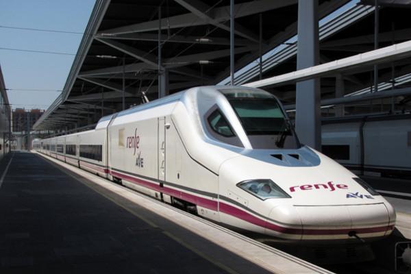 Renfe tardará un año más en obtener competencia en el sector de viajeros. Loginews