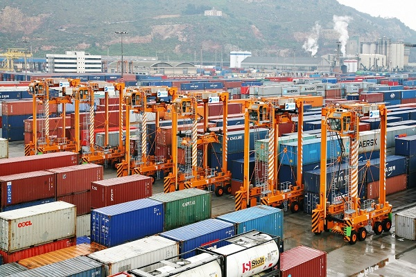 Puerto de Barcelona aumenta tránsito de contenedores un 7% en enero