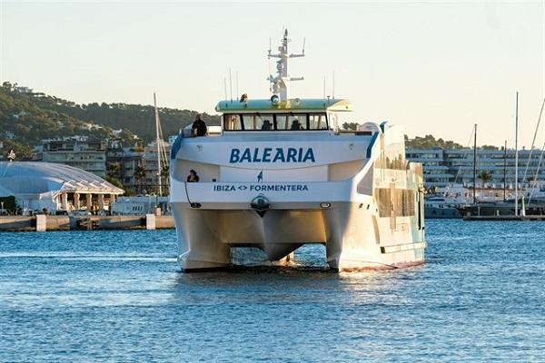 Baleària remotoriza su ferry Ramon Llull para operar entre Denia y Formentera