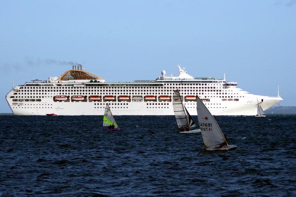 buque artania