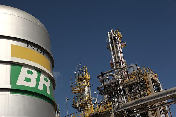 Petrobras hará transbordos STS de combustible en el puerto de Acu |