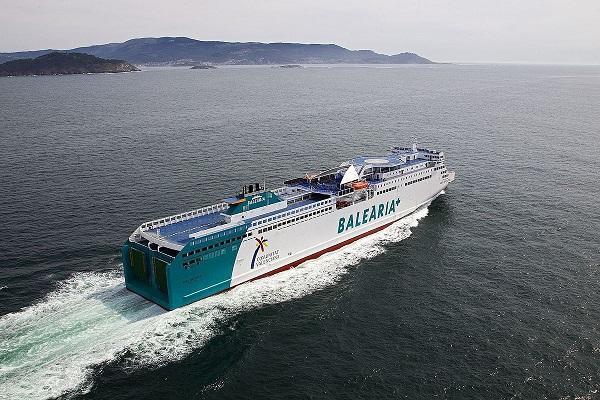Baleària disminuye las emisiones contaminantes con su primer motor auxiliar a GNL
