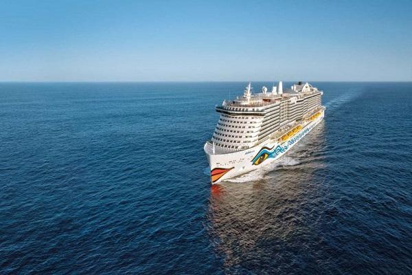 Puerto de Barcelona acoge al primer crucero del mundo propulsado por GNL