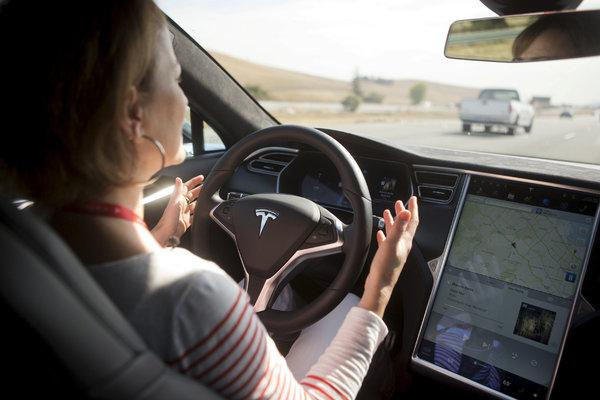 Unión Europea Tesla piloto automático
