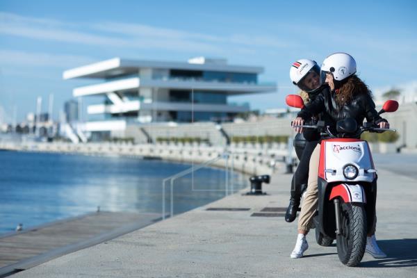 Acciona motos eléctricas compartidas Barcelona