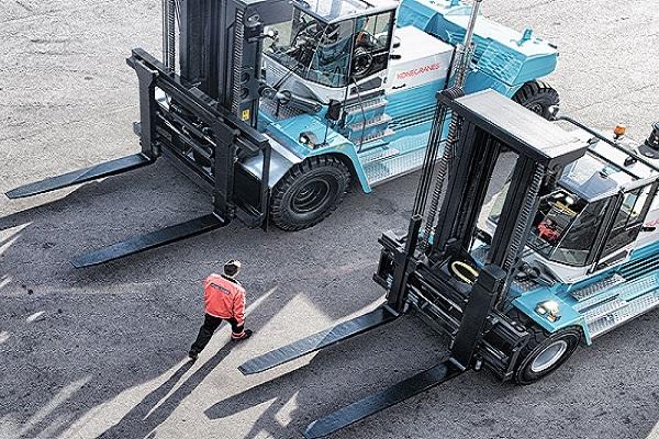 Docks añade dos carretillas de carga frontal para aumentar producción un 67%