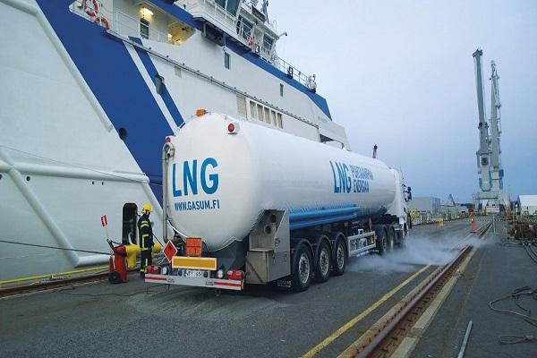 Puerto de Huelva opera primer suministro de camión a barco de GNL
