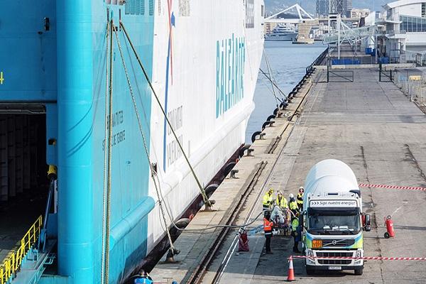 Puerto de Valencia y Baleares apuestan por el GNL para disminuir emisiones