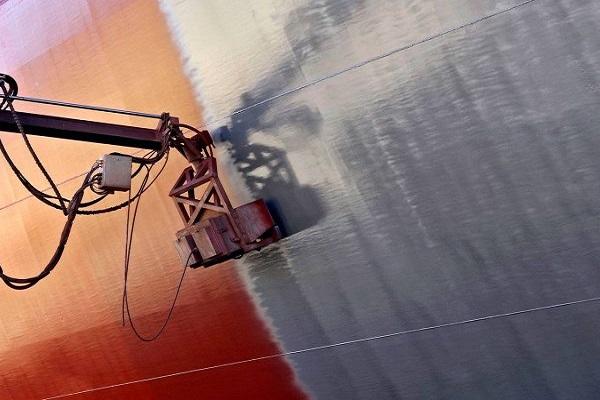 Hapag-Lloyd emplea robots para pintar buques