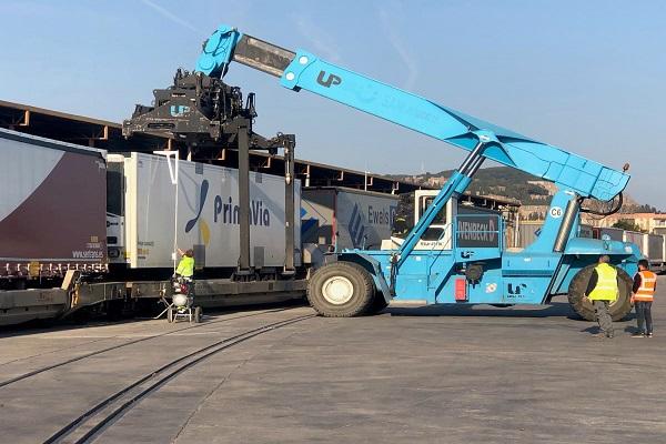 Puerto de Barcelona instalará una terminal autopista ferroviaria