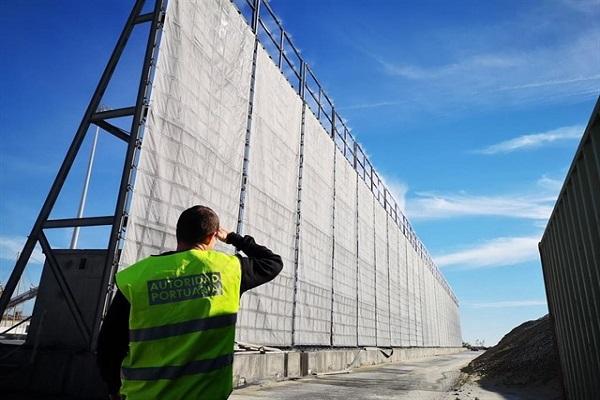 Puerto de Almería abre convocatoria para instalar pantalla atrapa-polvo