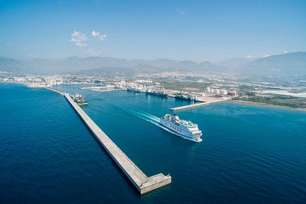 Puerto de Motril recibe primera escala del crucero Silver Shadow
