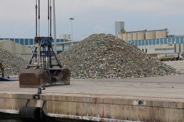 Graneles sólidos limitan tráficos portuarios españoles en julio
