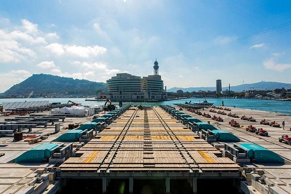 Puerto de Barcelona instala nuevo elevador de buques en Muelle Occidental