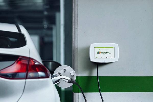 Iberdrola recarga coches eléctricos Mercedes-Benz