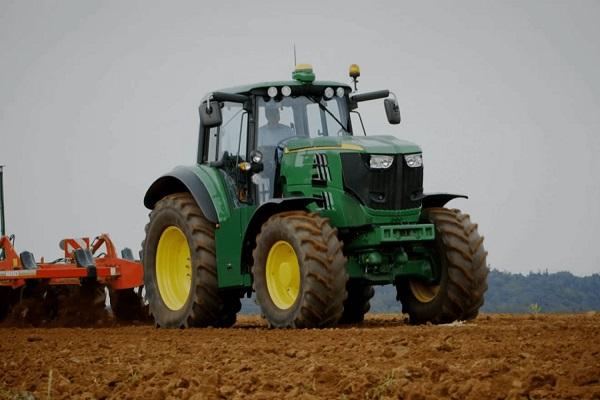 John Deere tractor eléctrico autónomo