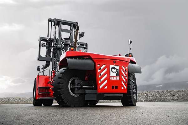 Kalmar diseña nueva versión de su carretilla elevadora para cargas pesadas
