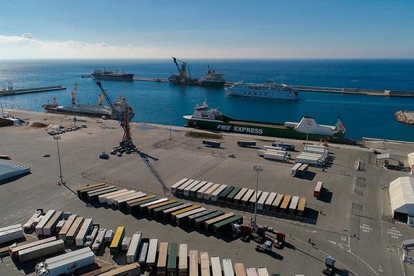 Puerto de Motril aumenta las conexiones eléctricas para ferries atracados