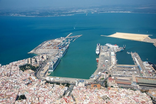 Autoridad Portuaria de Cádiz estudia cómo potenciar sus fortalezas