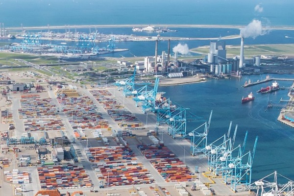 APM Terminals vende su terminal de Rotterdam a Hutchison Ports