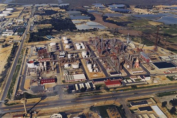 Cepsa solicita una terminal de graneles líquidos en recinto portuario de Huelva