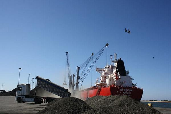 Puerto de Huelva estudia la competitividad del sector de graneles sólidos