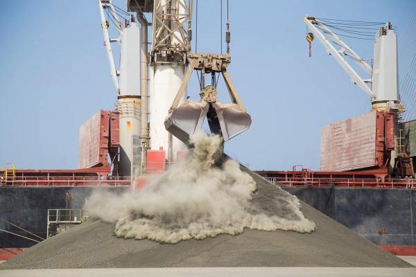 Puerto de Cádiz progresa en la instalación de pantallas de protección ambiental