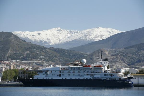 Puerto de Motril pide que la conexión con Melilla esté en Marina Mercante