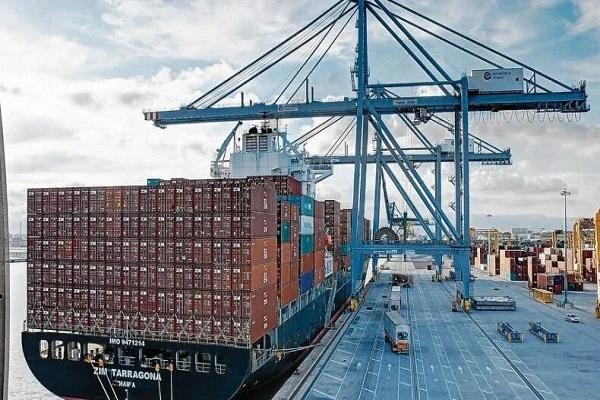 Puerto de Tarragona no subirá las tasas a buques y mercancías este año