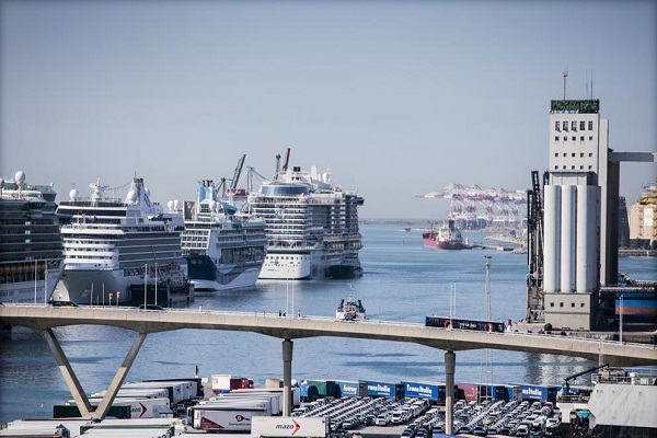 Puerto de Barcelona electrificará todos sus muelles en siete años