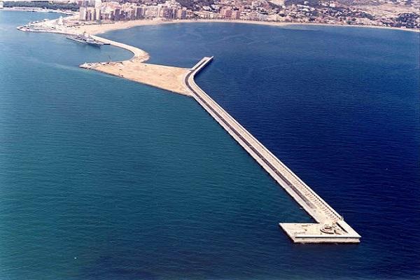 Puerto de Málaga comprobará las condiciones del espaldón del dique Levante