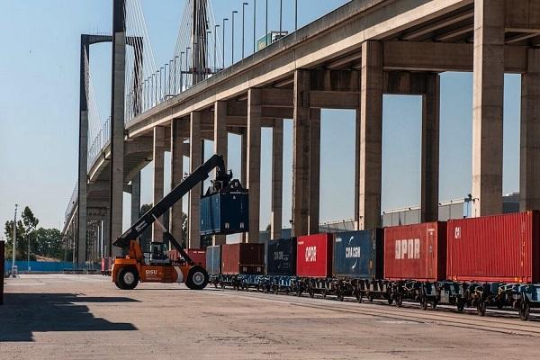 Puerto de Sevilla plantea instalar una playa de tres vías en Palmas Altas
